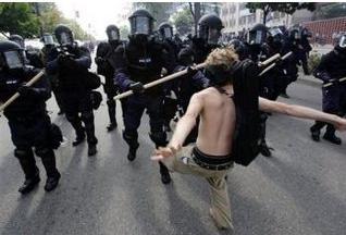 Protesterknockedonhead
